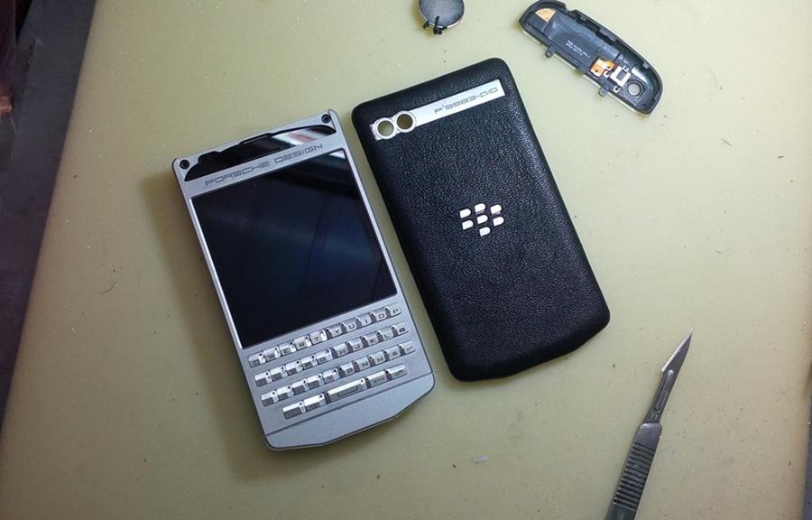 PHOTO - Hình ảnh BlackBerry Q10 độ lên Porsche Design P'9983