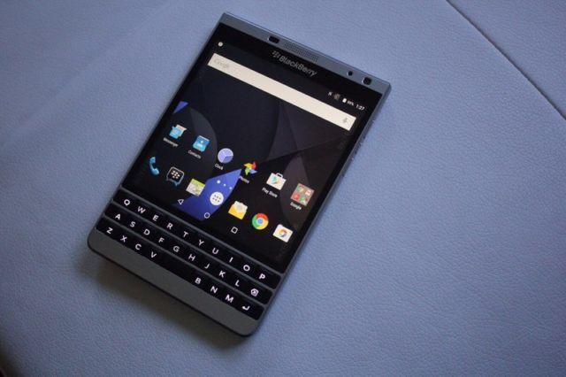Vì sao BlackBerry không cho ra mắt thiết bị Passport chạy Android?