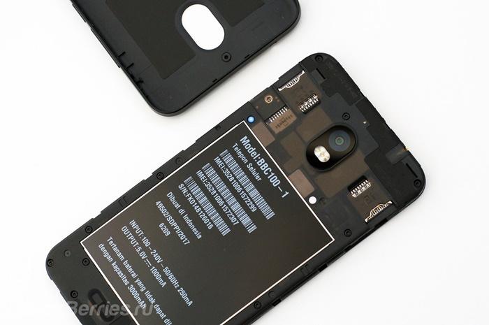 BlackBerry-Aurora-02.jpg