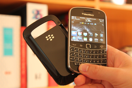 blackberry-bold-9900-9930-hard-shell-case-hero.jpg