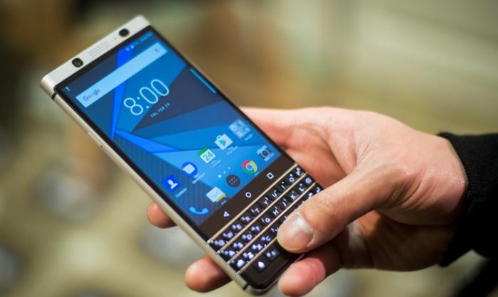 BlackBerry-KEYone-17-840x561.jpg
