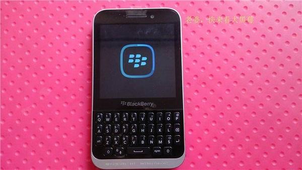 BlackBerry20Kopi20BB1020entry20level20con20tastiera20fisica20QWERTY20-2011_zps5939e9de.jpg