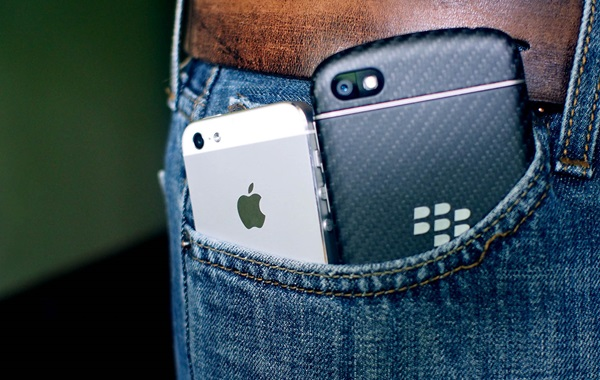 iphone-q10-pocket.jpg