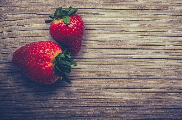 strawberry-wallpaper-(58)-by-twalls.jpg