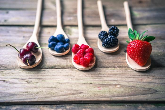 strawberry-wallpaper-(75)-by-twalls.jpg