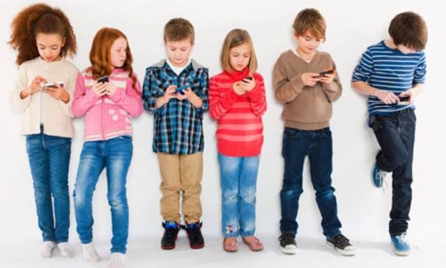 tre-bao-nhieu-tuoi-moi-nen-cho-dung-smartphone.jpg