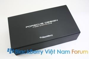 Mở hộp BlackBerry Porsche Design P'9983 Graphite giá 50 triệu đồng